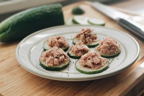 Tuna cucumber bites