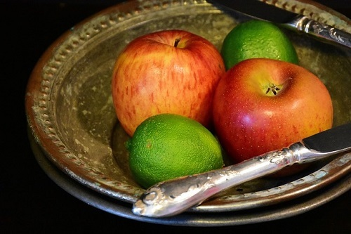 Apples with lime juice