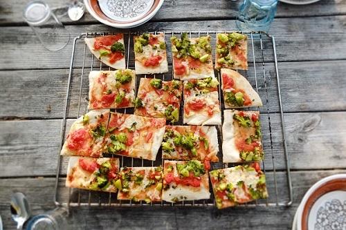 Flatbread broccoli pizza