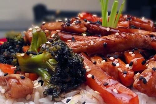 Teriyaki seitan with veggies and rice